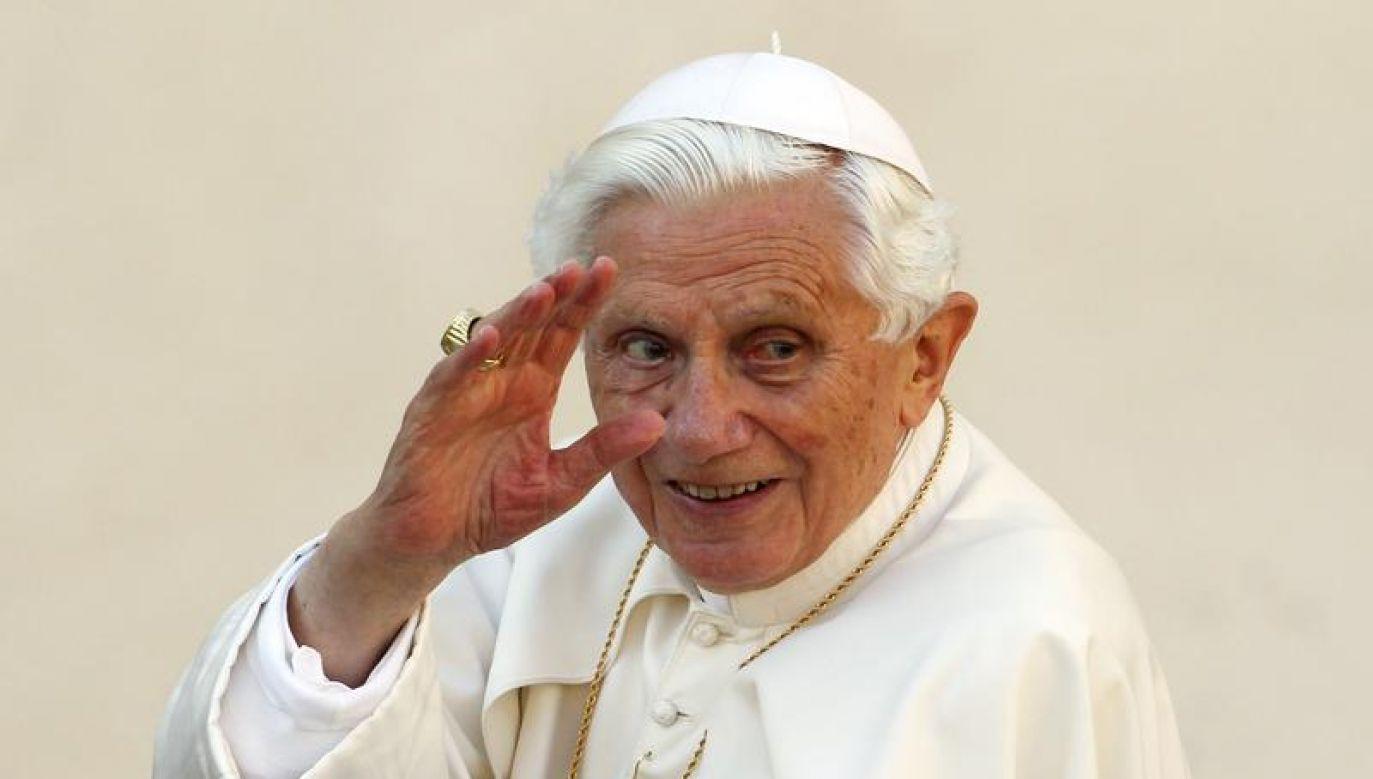 """W chwili abdykacji przed pięcioma laty Benedykt XVI zapowiedział, że będzie żył """"ukryty dla świata"""" (fot. REUTERS/Giampiero Sposito)"""