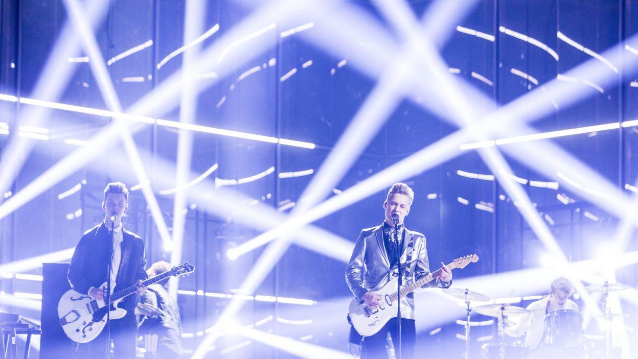 """Ulubieńcy dziewczyn – zespół Softengine z Finlandii w utworze """"Something Better"""" (fot. PAP/EPA)"""