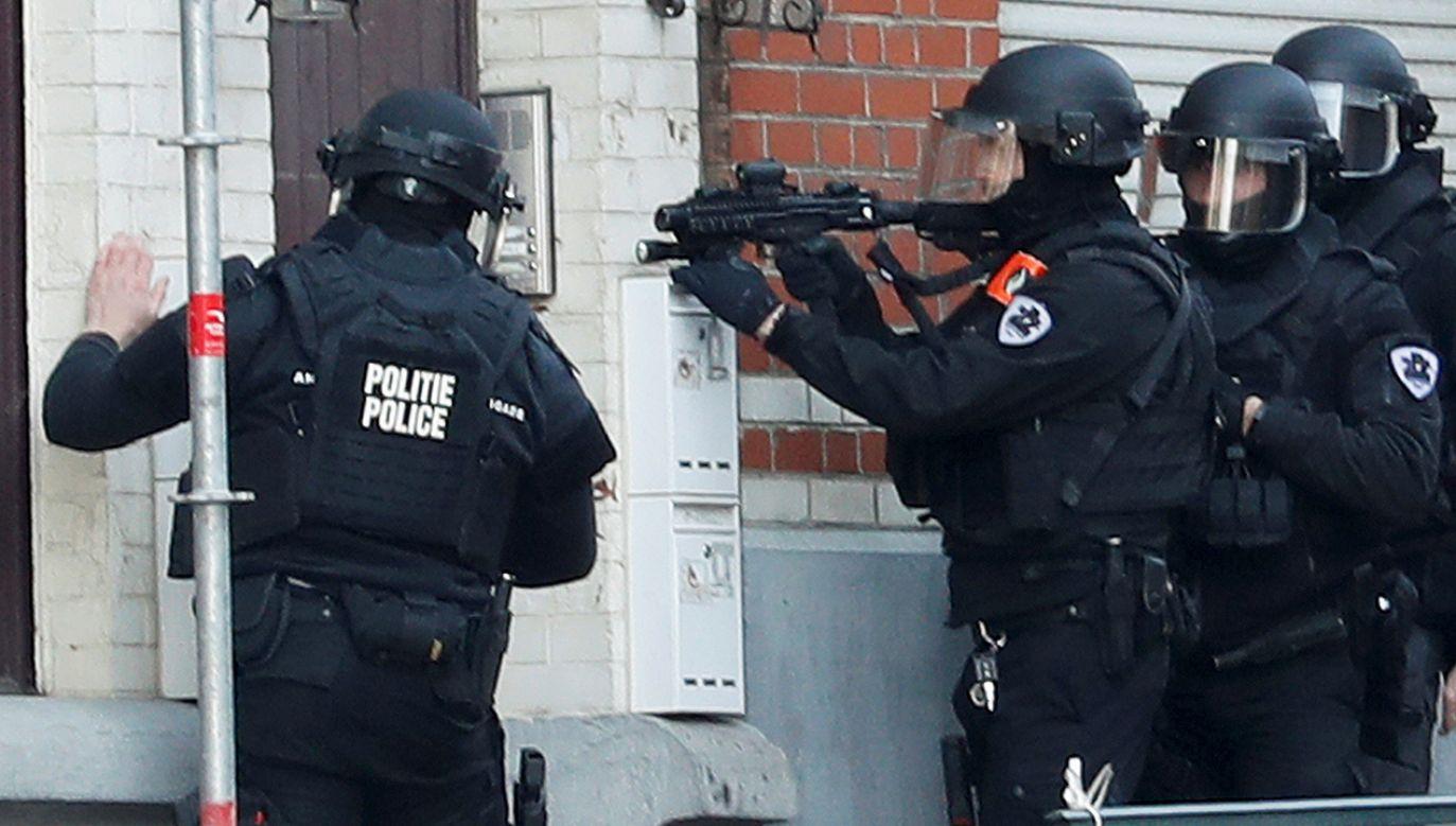 Uzbrojone jednostki policji otoczyły ulice w południowej części miasta (fot. REUTERS/Yves Herman)