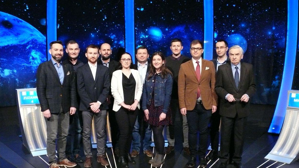 Pamiątkowa fotografia 10 uczestników 9 odcinka 112 edycji