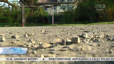Mieszkańcy Dąbrowy walczą o boisko dla dzieci. Jest szansa