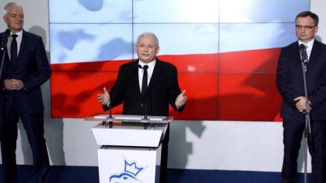 Jarosław Kaczyński, Jarosław Gowin i Zbigniew Ziobro podczas wspólnego wystąpienia (fot. PAP/Rafał Guz)