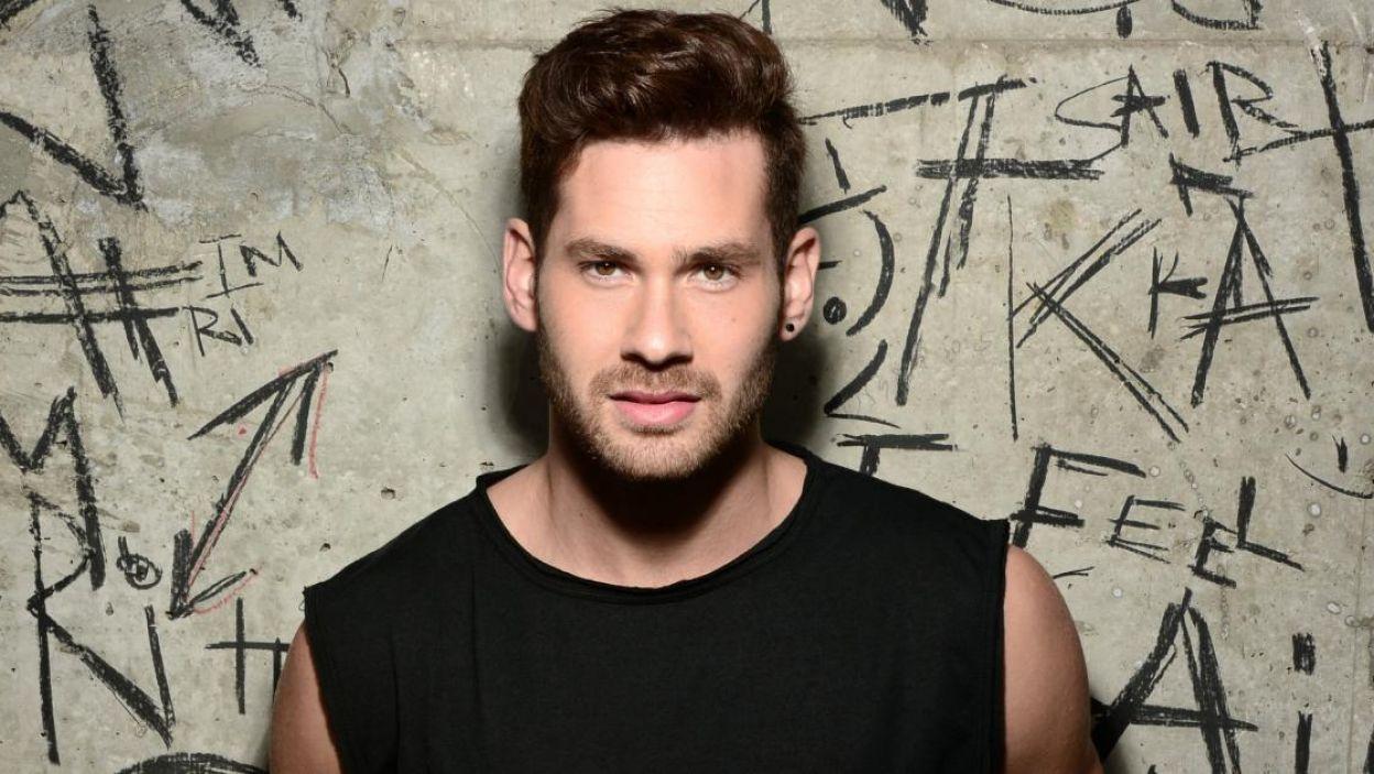"""IMRI, Izreael, dwa razy występował na Eurowizji jako wsparcie, teraz sam stanie w świetle reflektorów. Jego piosenka to """"Feels Alive"""" (fot. Eurovision.tv)"""