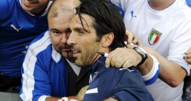 Kibice nie odwrócili się od będącego w kłopotach Gianluigiego Buffona (fot. PAP/EPA)