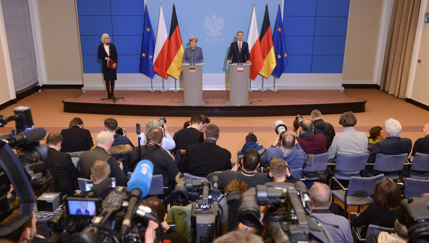 Sławomir Neumann z PO przekonywał w TVP 1, że Rafał Trzaskowski nie obchodzi prawa spotykając się z wyborcami (fot. PAP/Jakub Kamiński)