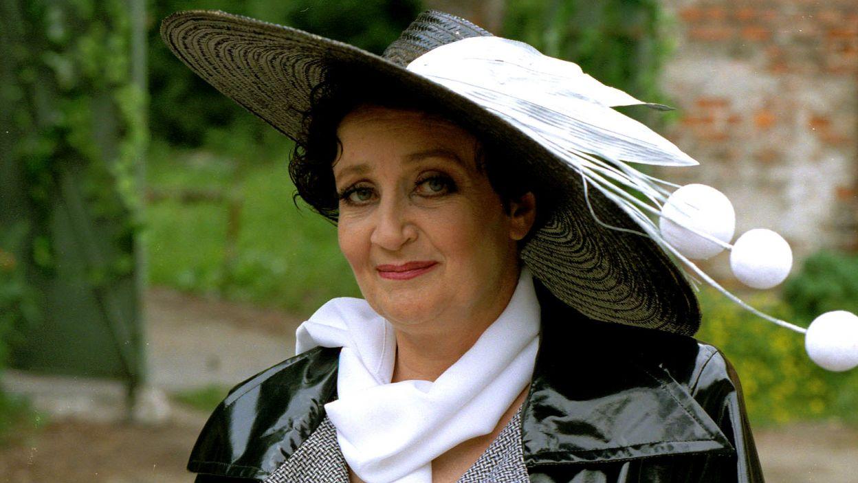 """Jako Ciotka w """"Pokoju pełnym liści"""" (1996) na podstawie opowiadań Joan Aiken w reż. Wojciecha Zimińskiego (fot. J. Bogacz)"""