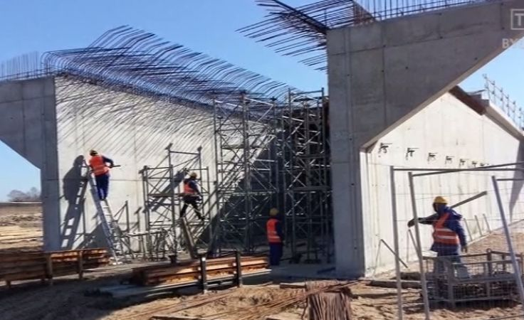 Praca na budowie odcinków drogi S5 w regionie wre