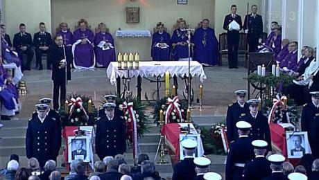 Relacja z uroczystości pogrzebowych komandorów
