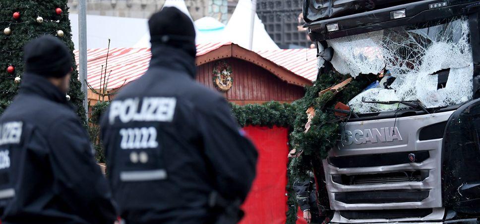 Policja zabezpieczyła teren (fot. Reuters Pictures/Fabrizio Bensch)