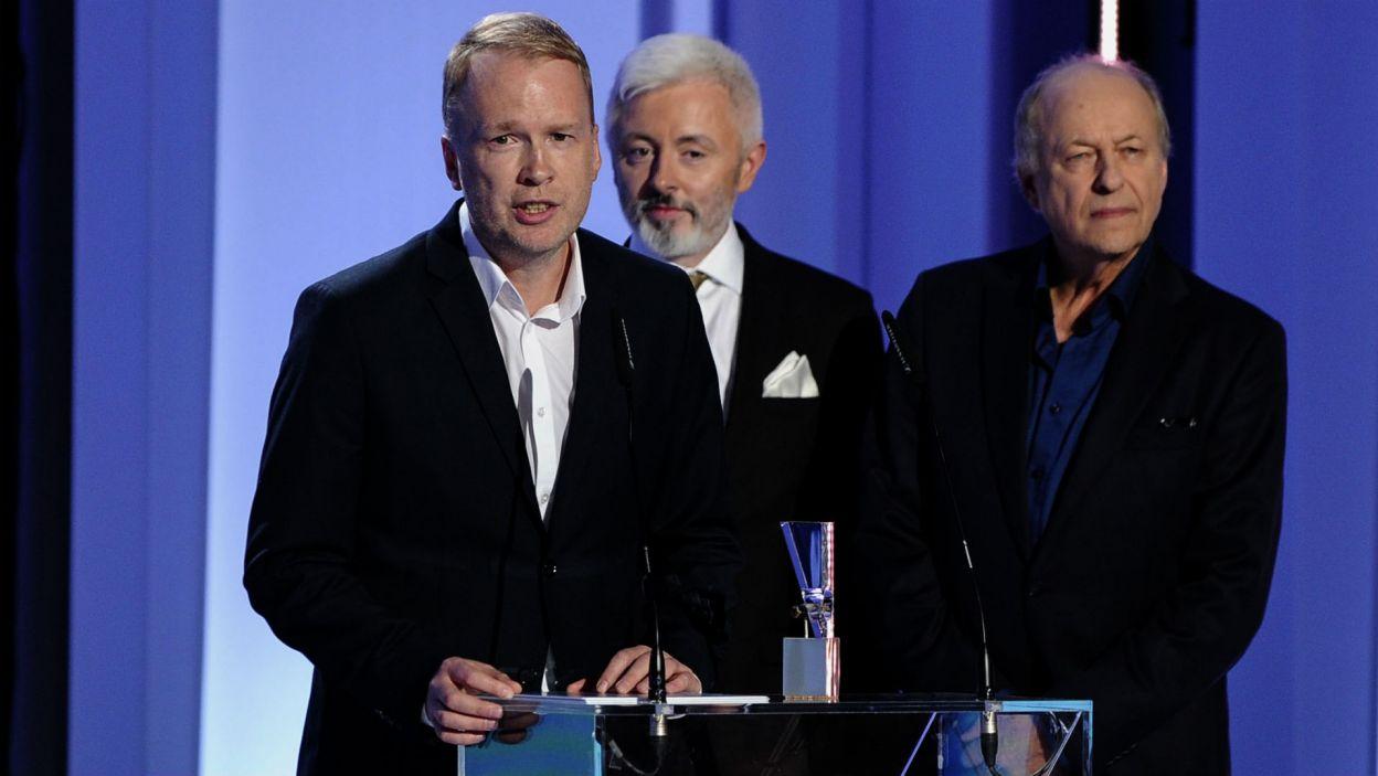 """Najlepszym reżyserem został Adrian Panek za """"Wilkołaka"""" (fot. TVP/N.Młudzik)"""