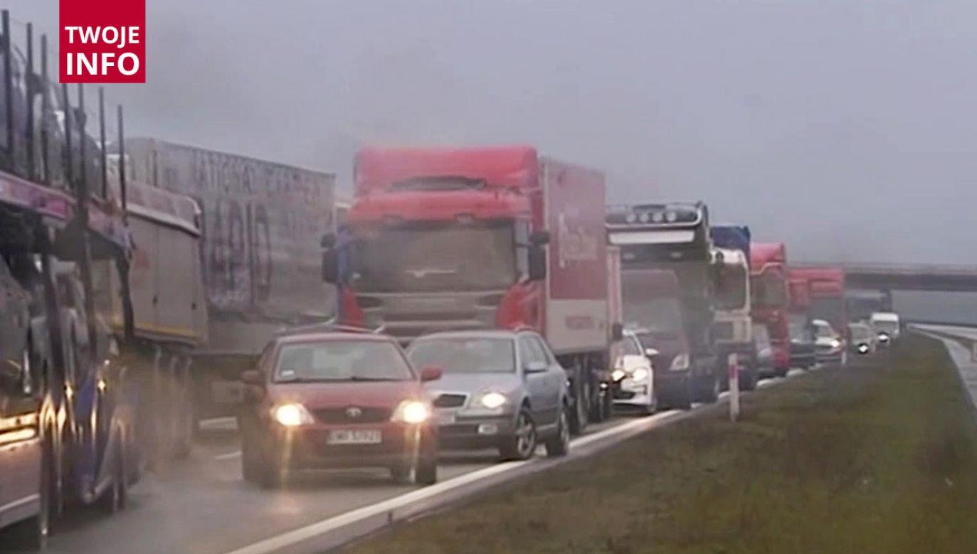 Kierowca auta osobowego zginął na miejscu (fot. TVP Info)