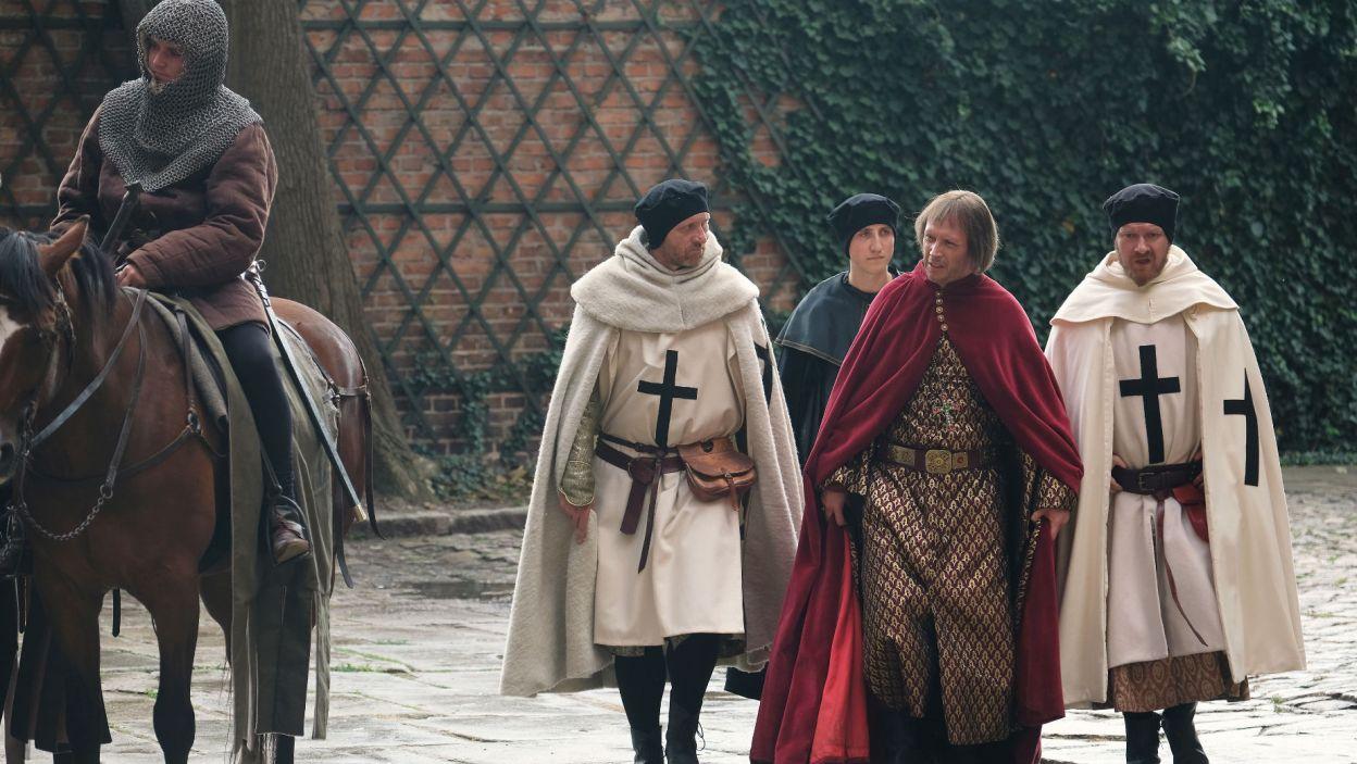 Krzyżacy obawiają się reakcji Kazimierza i chcą uspokoić arcybiskupa (fot. TVP)