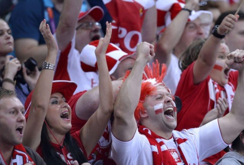 Radość polskich kibiców w hali Earls Court (fot. PAP/EPA)