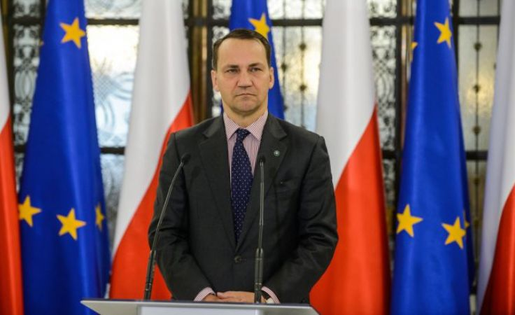 Radosław Sikorski i pracownicy jego biura poselskiego w poniedziałkowy wieczór dostali pocztą elektroniczną list z pogróżkami