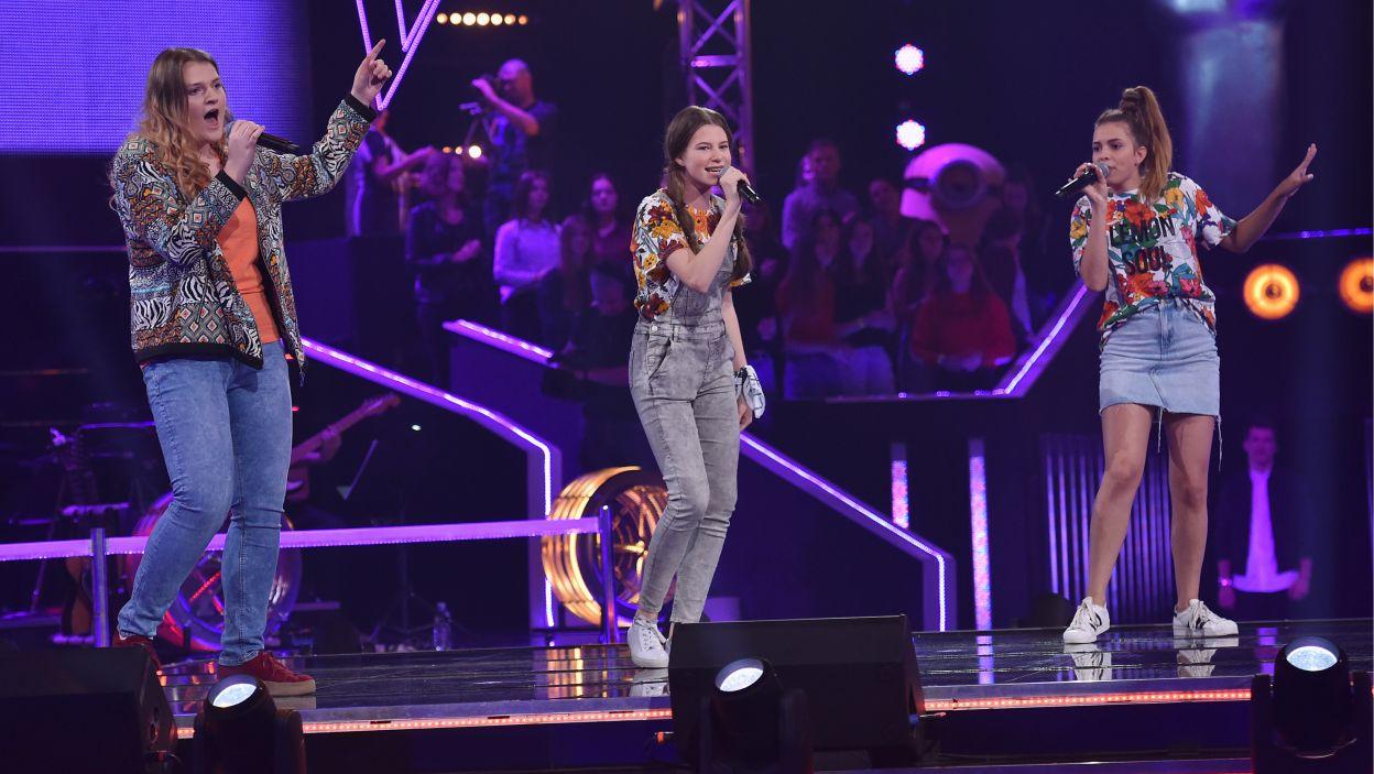 """Agnieszka, Ania i Wiktoria w """"The Shoop Shoop Song"""" z repertuaru Cher, miały okazję pokazać swoje wokalne możliwości (Fot. I. Sobieszczuk/TVP)"""