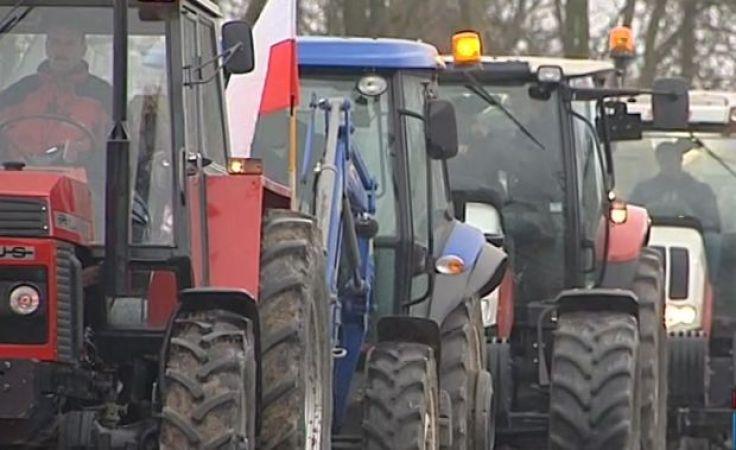 Rolnicy wyjechali w proteście traktorami na DK 5