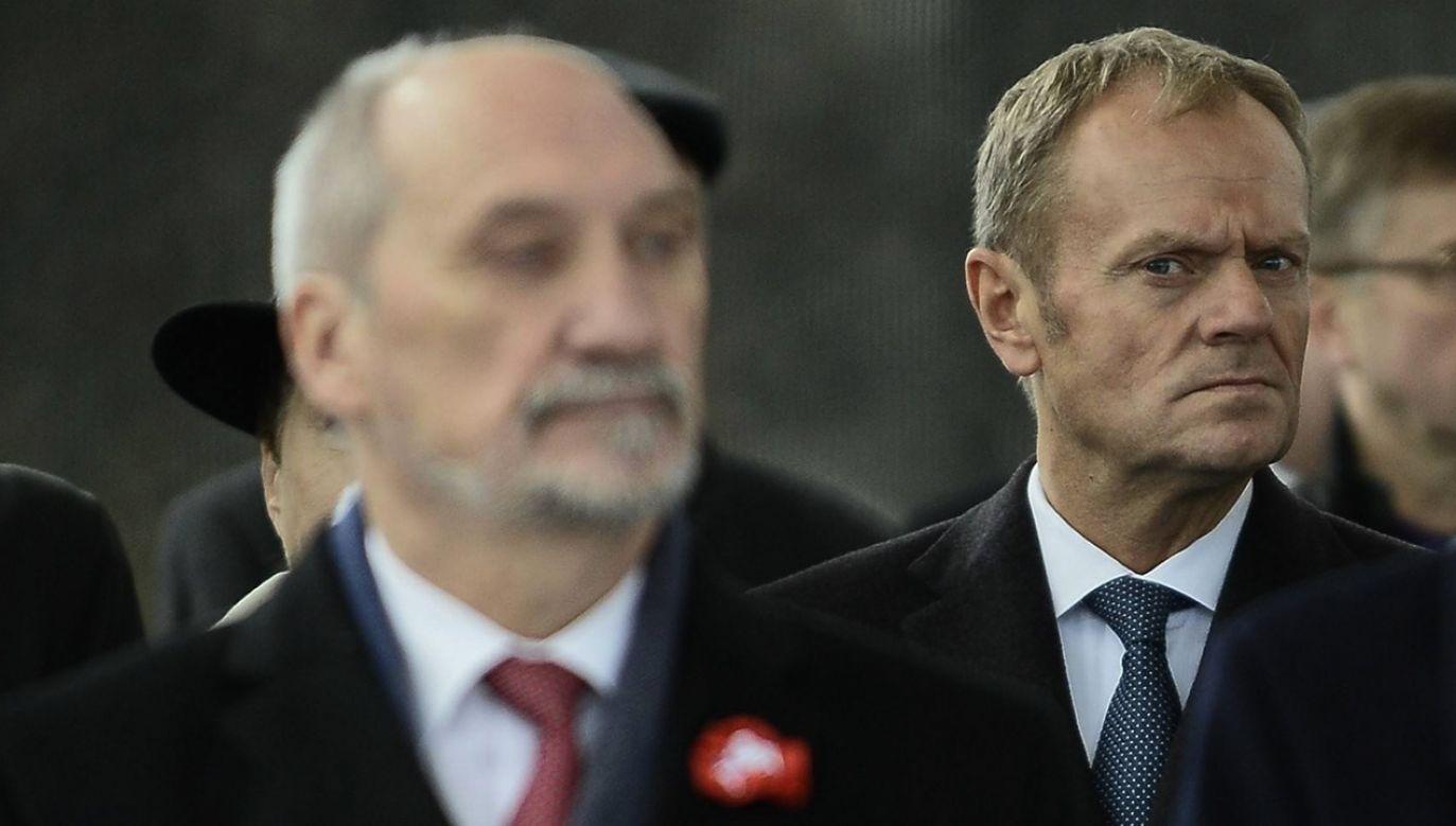 """Macierewicz: Tusk zachowuje się tak, że na usta ciśnie się słowo """"targowica"""" (fot. arch.PAP/ABACA)"""