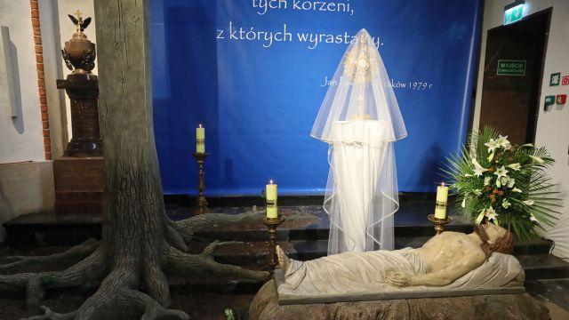 Chrześcijańskie korzenie Europy: symbolika grobu Pańskiego w warszawskiej katedrze