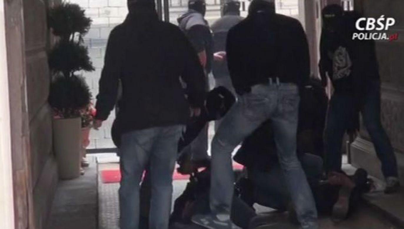 """Finansista jednej z włoskich grup mafijnych, został zatrzymany przez """"Łowców cieni"""" CBŚP (fot. CBŚP)"""