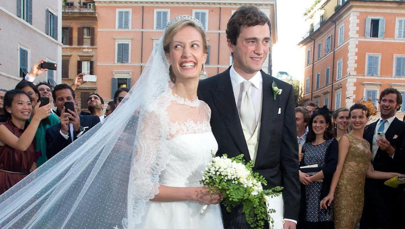 Ślubne zdjęcie belgijskiej pary królewskiej (fot. PAP/EPA/CLAUDIO PERI)