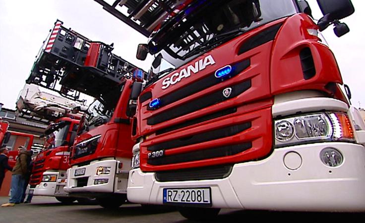 1. Podkarpaccy strażacy  i 17 nowych wozów  w akcji