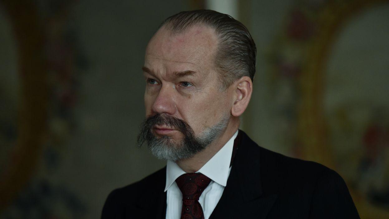 Mirosława Bakę widzowie zobaczą jako kolejnego z byłych premierów Walerego Sławka (fot. Ireneusz Sobieszczuk/TVP)