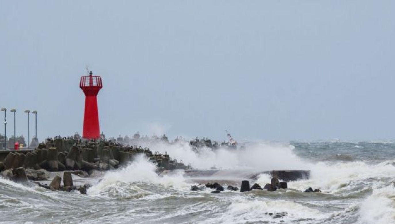 Ostrzeżenia mówią o silnym wietrze w rejonach nadmorskich (fot. Shutterstock/Wojciech Wrzesien)