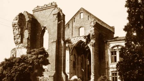 Ruiny kościoła, zdjęcie ze zbiorów Muzeum Regionalnego w Jaśle