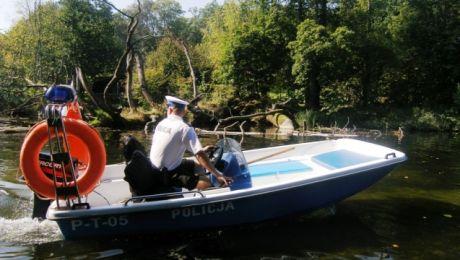 W tym roku już 1 maja policjanci zwodują  łódź specjalnie przygotowaną do patroli na rzece. (fot. KWP Olsztyn).