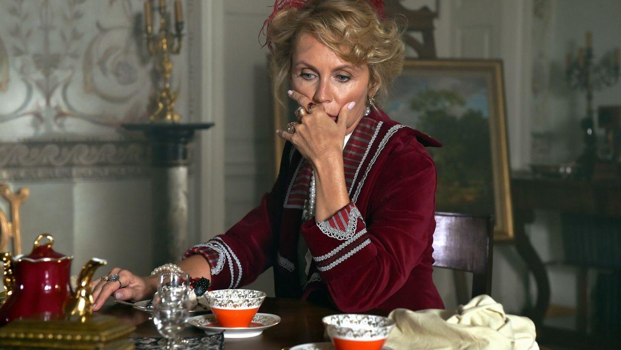 ...Beatę Ścibakównę jako Madame de Starr (fot. Ireneusz Sobieszczuk/TVP)