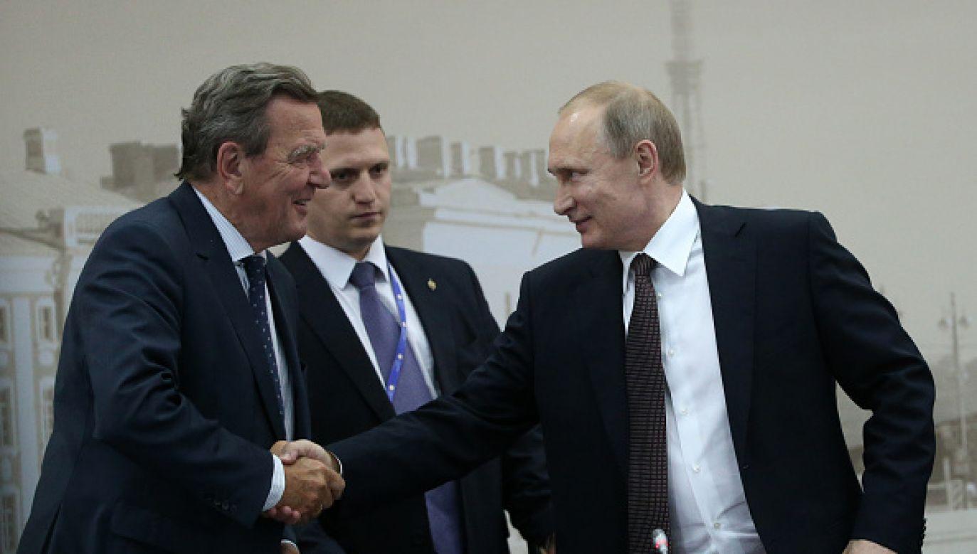 Zdaniem byłego kanclerza Stany Zjednoczone prowadzą politykę izolacji i okrążania Rosji (fot.Mikhail Svetlov/Getty Images)