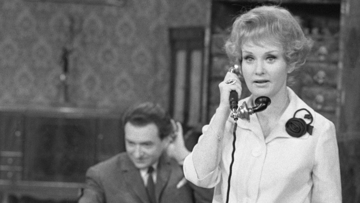 """Aktorka wystąpiła także w głośnej komedii naukowej Antoniego Cwojdzińskiego """"Freuda teoria snów"""", w reż. Jacka Szczęka (fot.TVP)"""