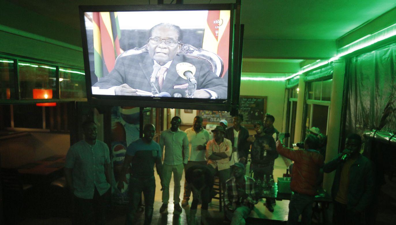 Robert Mugabe nie ogłosił w niedzielę rezygnacji (fot. PAP/EPA/KIM LUDBROOK)