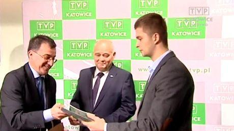 Łukasz Kowalski odbiera nagrodę Rady Programowej TVP SA w Katowicach