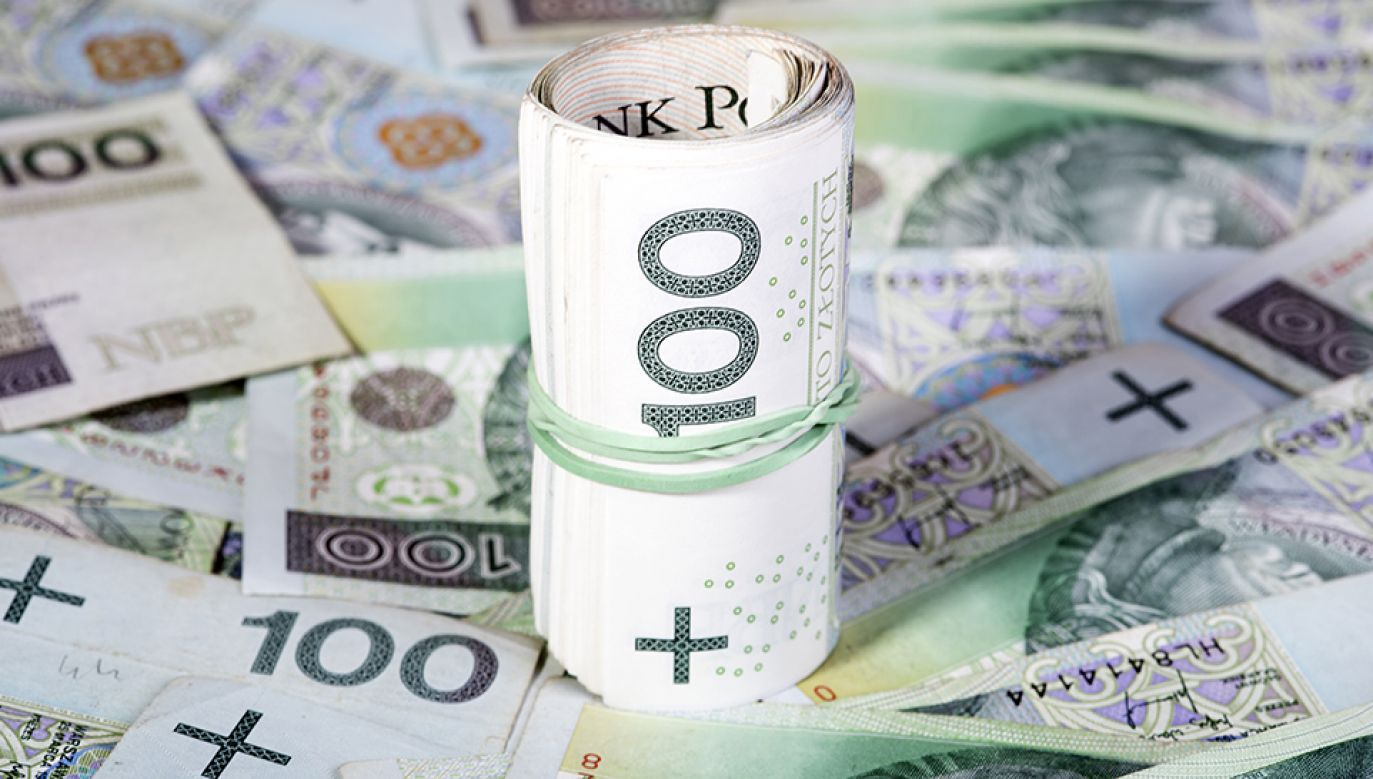 Pod koniec września premier Beata Szydło zapowiedziała, że powstanie komisja śledcza ds. wyłudzeń VAT (fot. Shutterstock/Piotr Latacha)