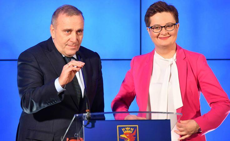 Przewodniczący PO Grzegorz Schetyna oraz przewodnicząca Nowoczesnej Katarzyna Lubnauer (fot. arch.  PAP/Marcin Bielecki)