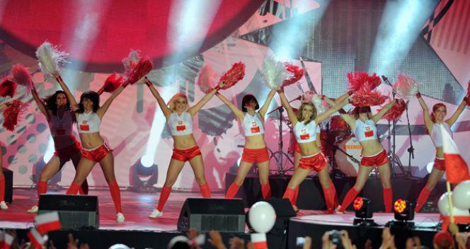 Koncertowy występ cheerleaderek (fot. TVP/Jan Bogacz)