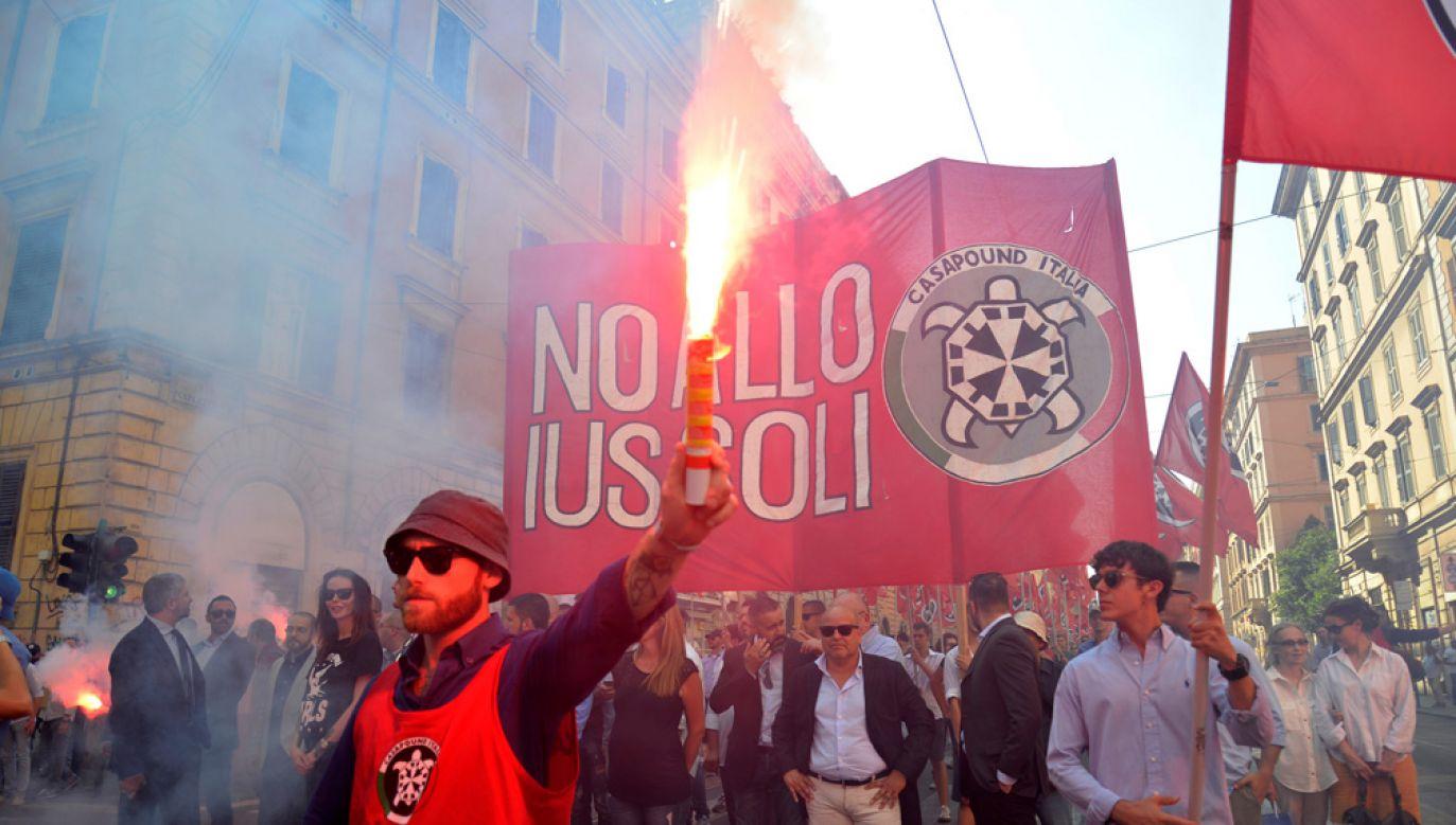 W Rzymie protestowali przeciwnicy ustawy o nadaniu obywatelstwa niektórym dzieciom imigrantów (fot. Alvaro Padilla/Anadolu Agency/Getty Images)