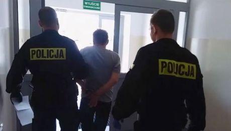 Policjanci i prokurator wnioskują o tymczasowy areszt wobec 52-latka (fot. KWP Olsztyn)