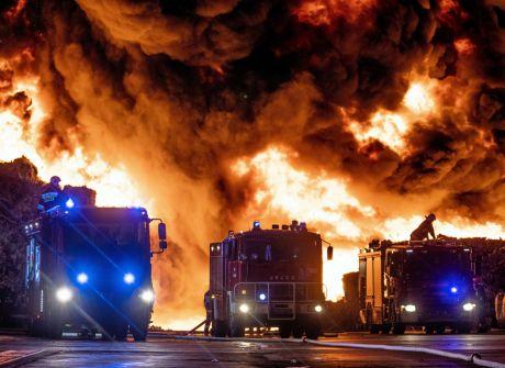 250 strażaków walczy z pożarem niebezpiecznych odpadów