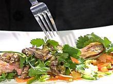 Sałatka z marynowaną polędwicą