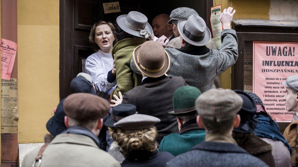 Serial pokazuje dziejowe przełomy z początku wieku i codzienność tamtego czasu (fot. TVP)