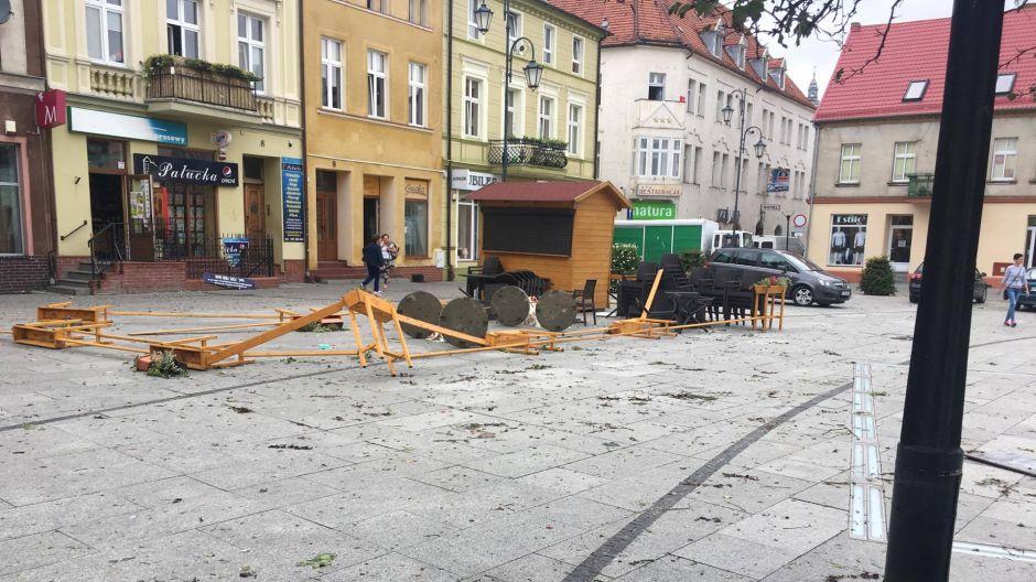 Zniszczenia na rynku w Żninie (fot. Radio Żnin)