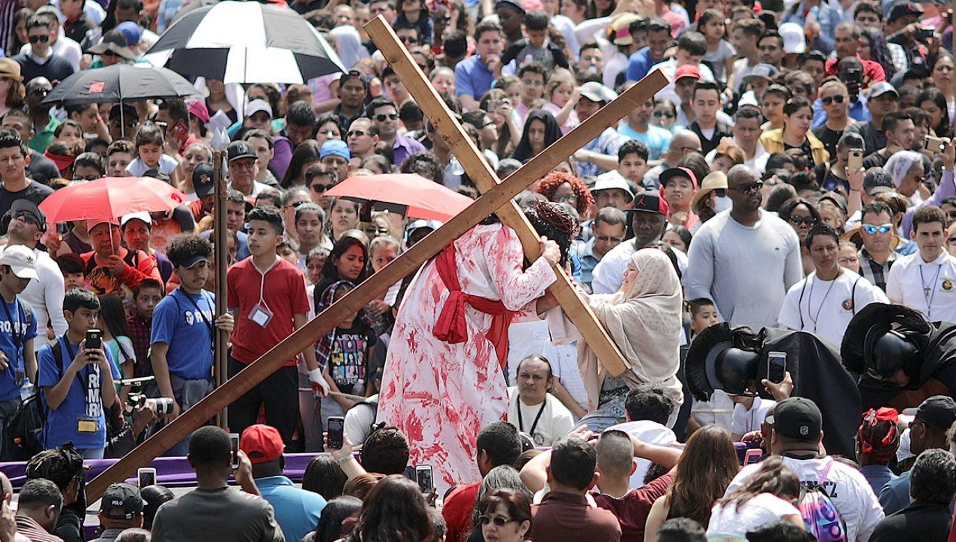 Uczestników Ekstremalnej Drogi Krzyżowej pobłogosławił papież Franciszek (fot. Chip Somodevilla/Getty Images)