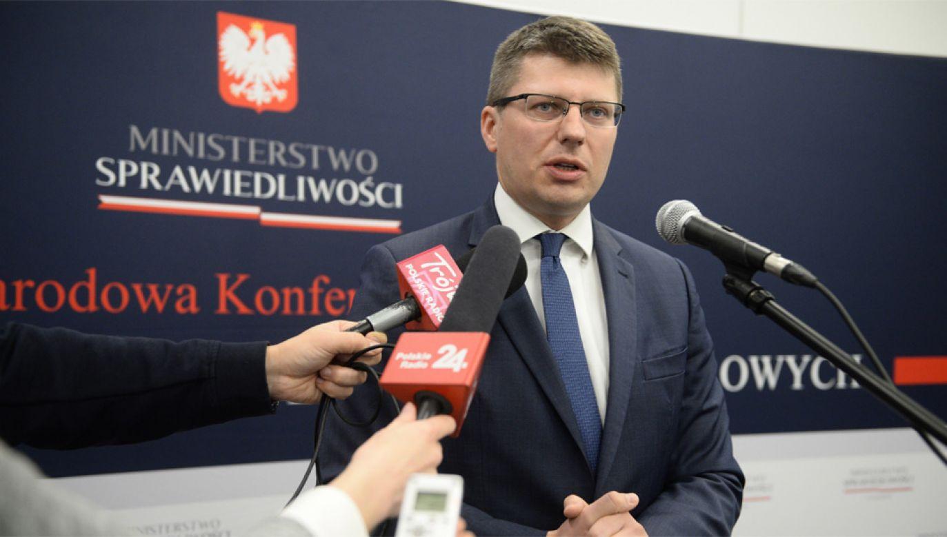 Wiceminister sprawiedliwości Marcin Warchoł wskazuje, że reforma SN jest koniecznością (fot. PAP/Jacek Turczyk