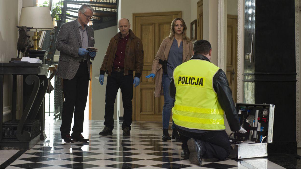Wejście policji do kliniki Frejncza w Kliczkowie potwierdza rozmiary zbrodni (fot. TVP)