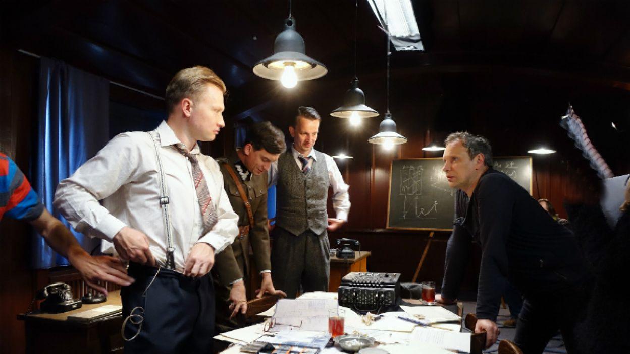 Fabuła odcinków będzie koncentrować się na polskich specjalistach, którzy mieli za zadanie złamać jej kod (fot. I Sobieszczuk)