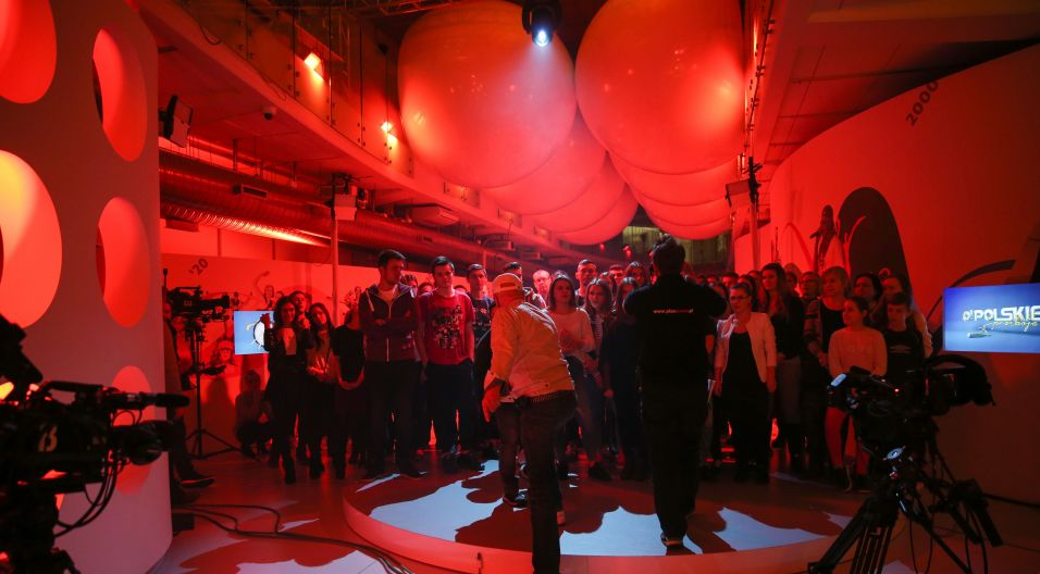 Operatorzy kamer, akustycy i oświetleniowcy mają mnóstwo pracy (fot. TVP/ Natasza Młudzik)