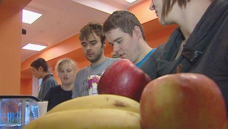 Niezdrowa żywność znika ze sklepików szkolnych
