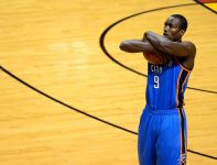 Naturalizowany gracz reprezentacji Hiszpanii - Serge Ibaka, tegoroczny finalista NBA (fot. Getty)